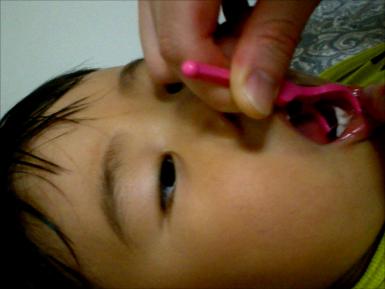 3歳児のデンタルフロス