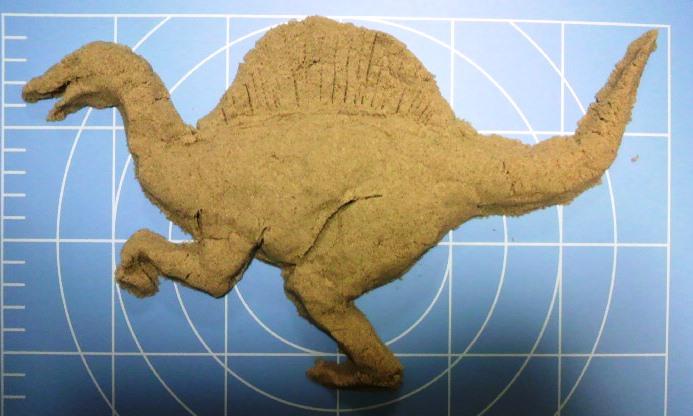 キネティックサンドでスピノサウルス