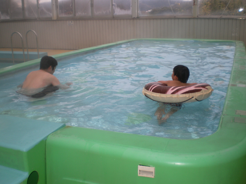 ハトヤでプール1